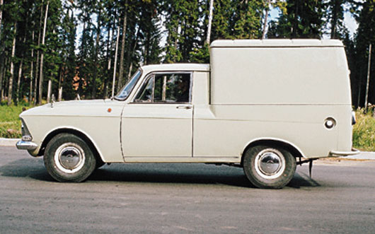 ИЖ 2715 - автомобиль выпуска 1984 года.  Производится на объединении ИЖМАШ на базе Москвич-412ИЭ.